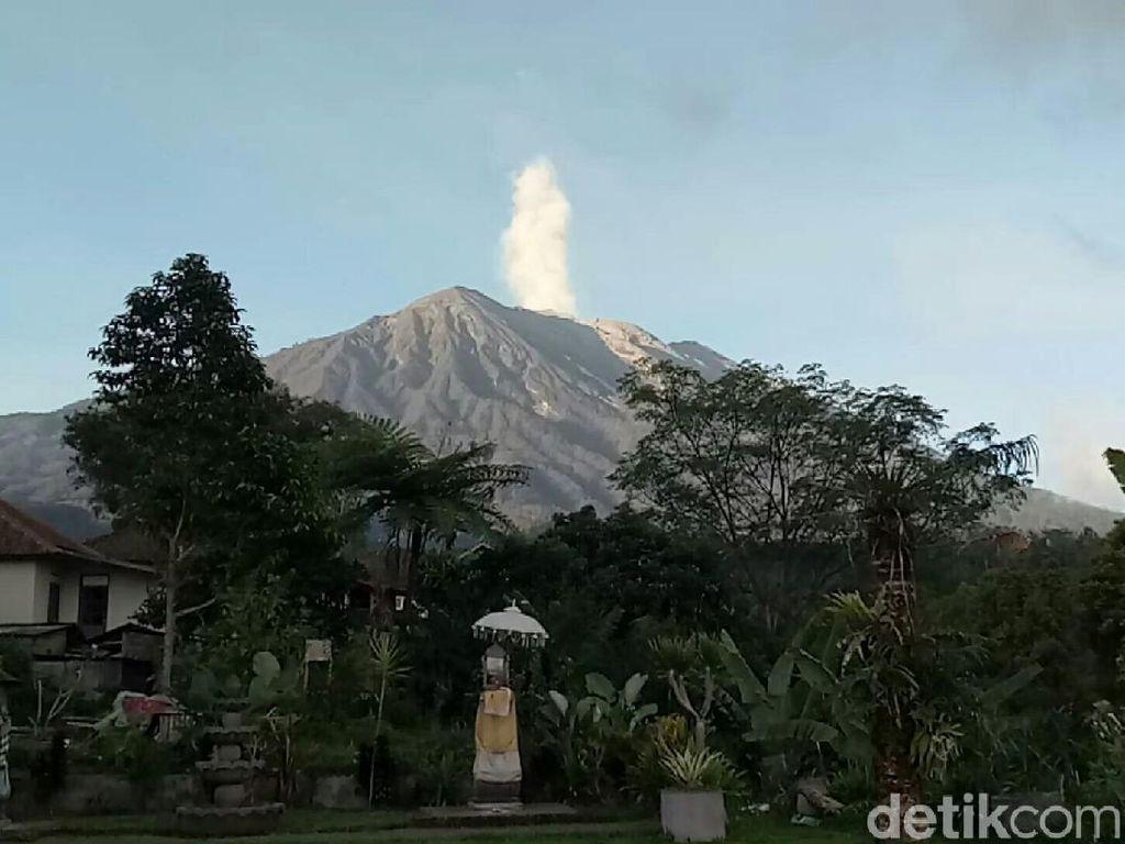Gunung Agung Erupsi, 5 Desa di Karangasem Hujan Abu