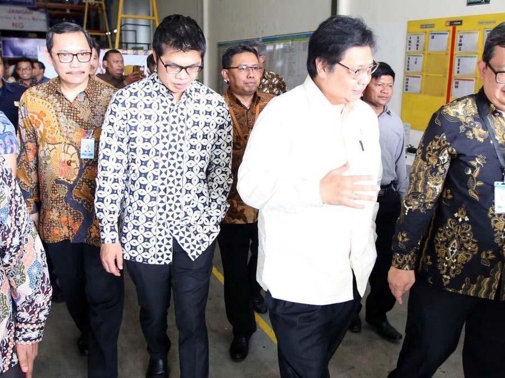 Menteri Perindustrian Airlangga Kunjungi Pabrik Perakitan AMMDes