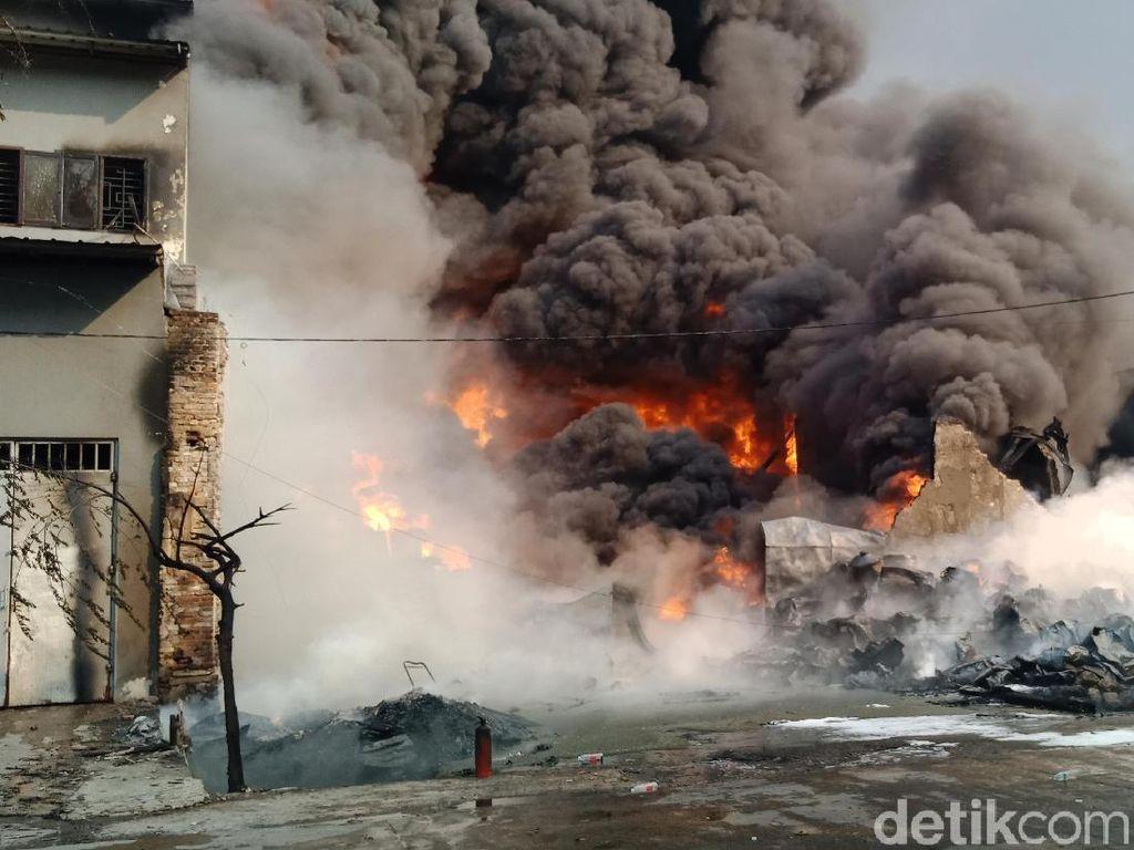 Satu Korban Kebakaran Gudang Kimia Kampung Bandan Luka Bakar 80%
