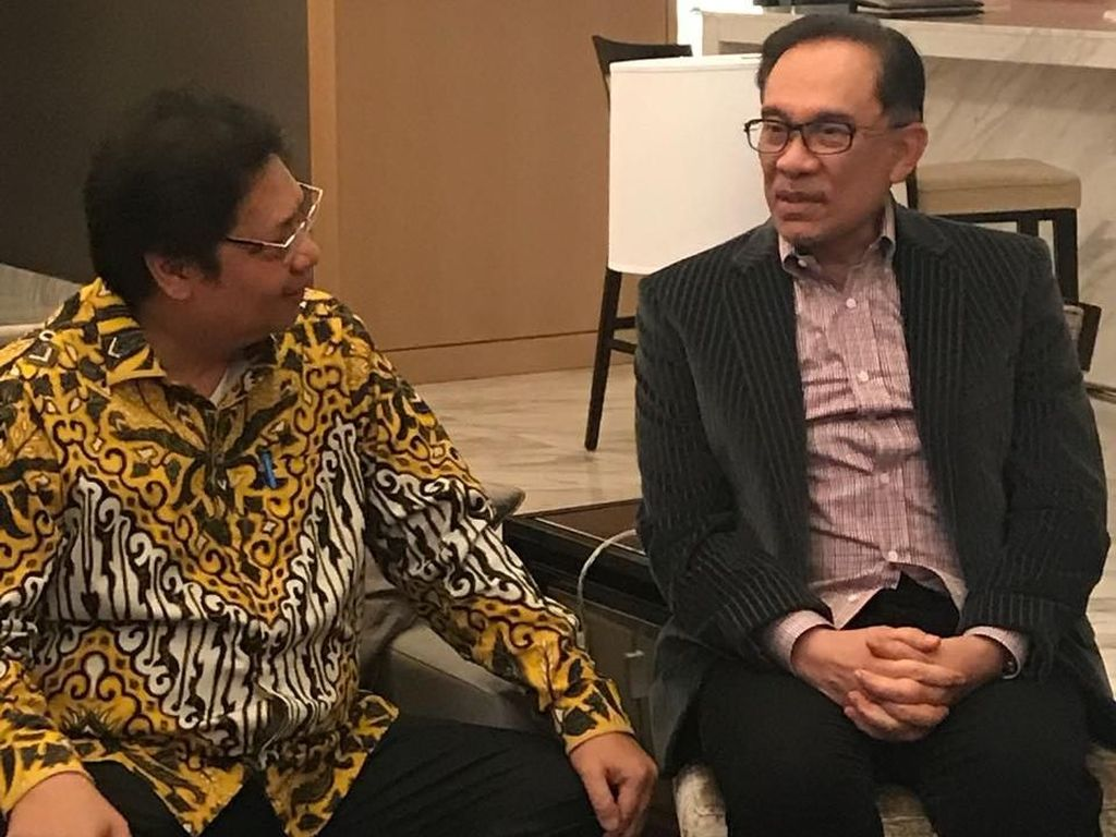 Ketum Golkar Bertemu Anwar Ibrahim, Bahas Politik RI-Malaysia