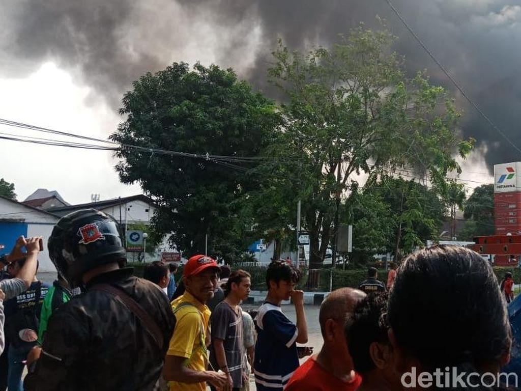 Kebakaran di Kampung Bandan, Jalan Lodan Raya Macet Total