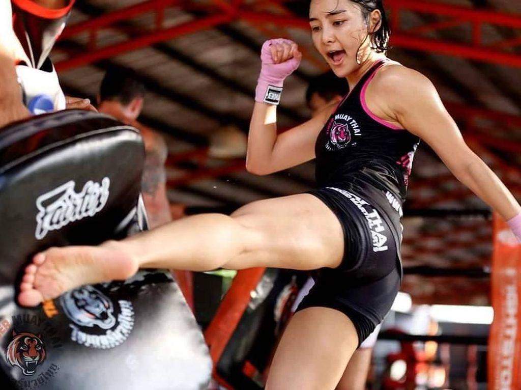Foto: Liburannya Rika Ishige, Petarung MMA Berwajah Imut