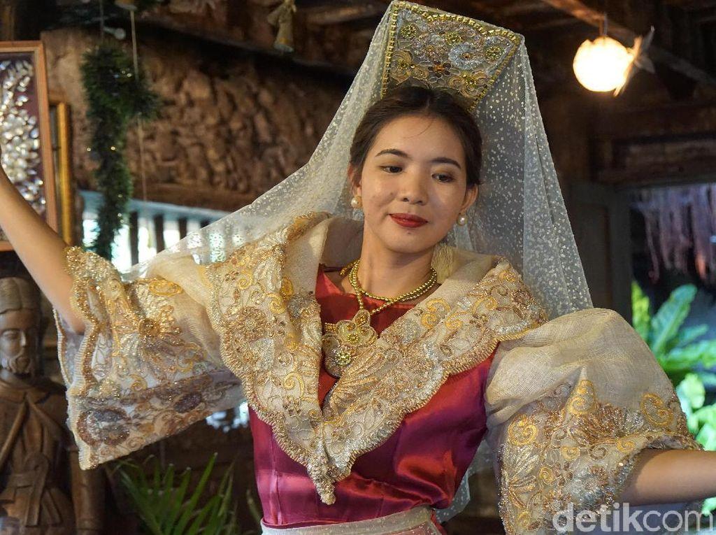 Wanita Filipina yang Cantik Dalam Balutan Baju Tradisionalnya