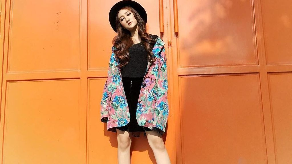 10 Idola Tik Tok Cantik yang Hits di Media Sosial