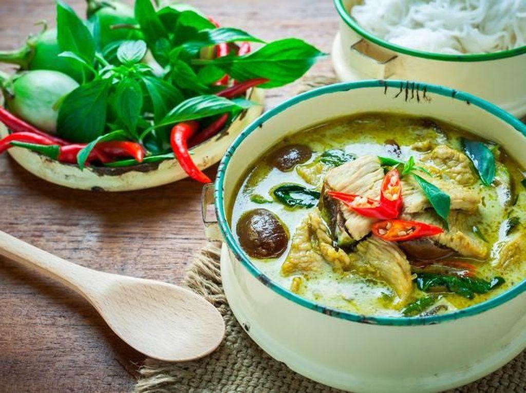 Makan Siang dengan Sajian Kari Khas Thailand Berkuah Kental di 5 Resto Ini