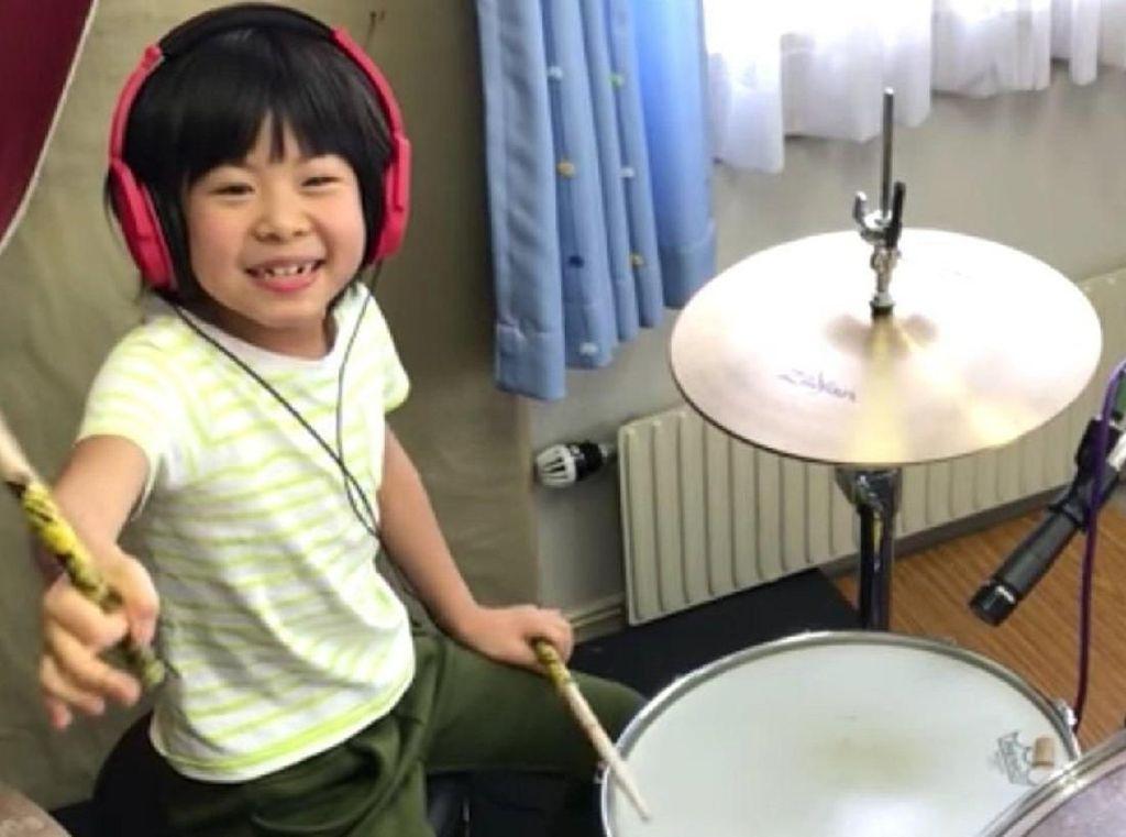 Keren! Drummer Cilik Ini Dipuji Vokalis Band Led Zeppelin