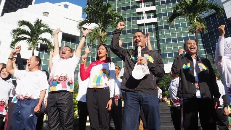 Menteri Pariwisata Arief Yahya (memegang mic) bersama jajarannya (dok Kemenpar)