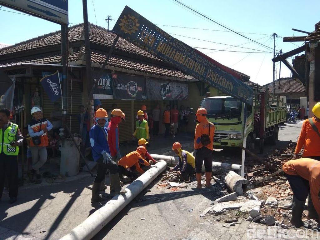 Evakuasi Truk di Ungaran Rampung, Lalin Semarang-Bawen Terurai