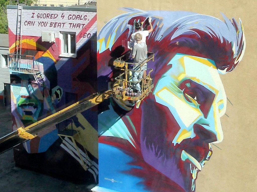 Adu Keren Mural Neymar, Messi, dan Ronaldo di Kazan