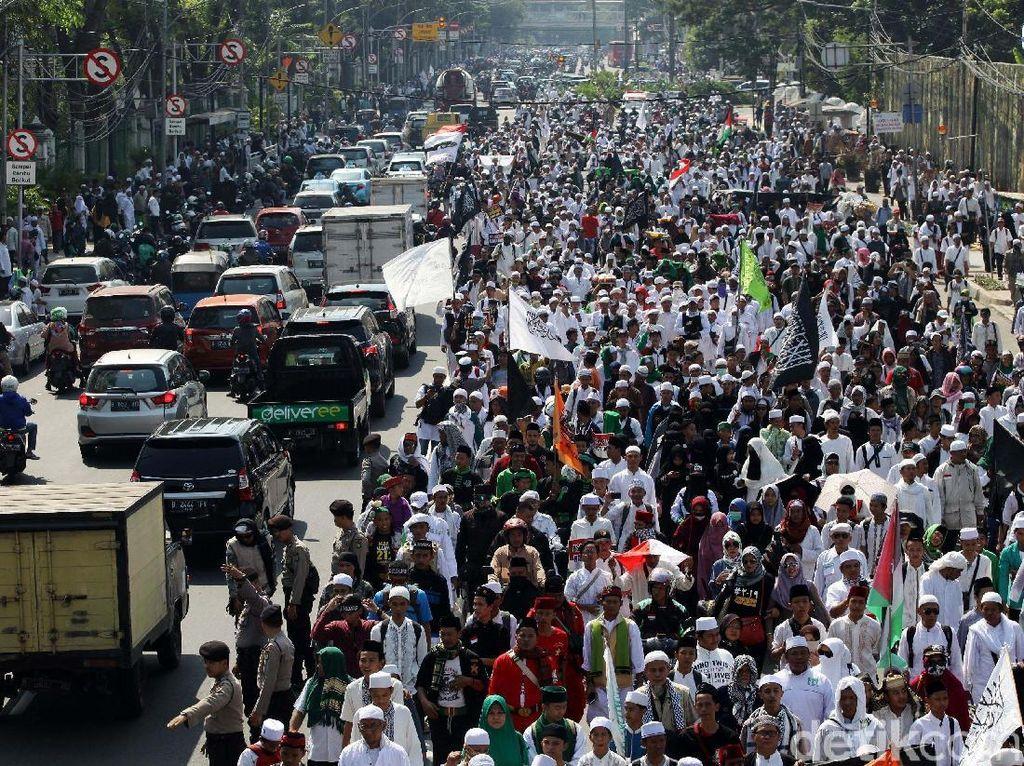 Foto: Massa Aksi 67 Bergerak Menuju Bareskrim