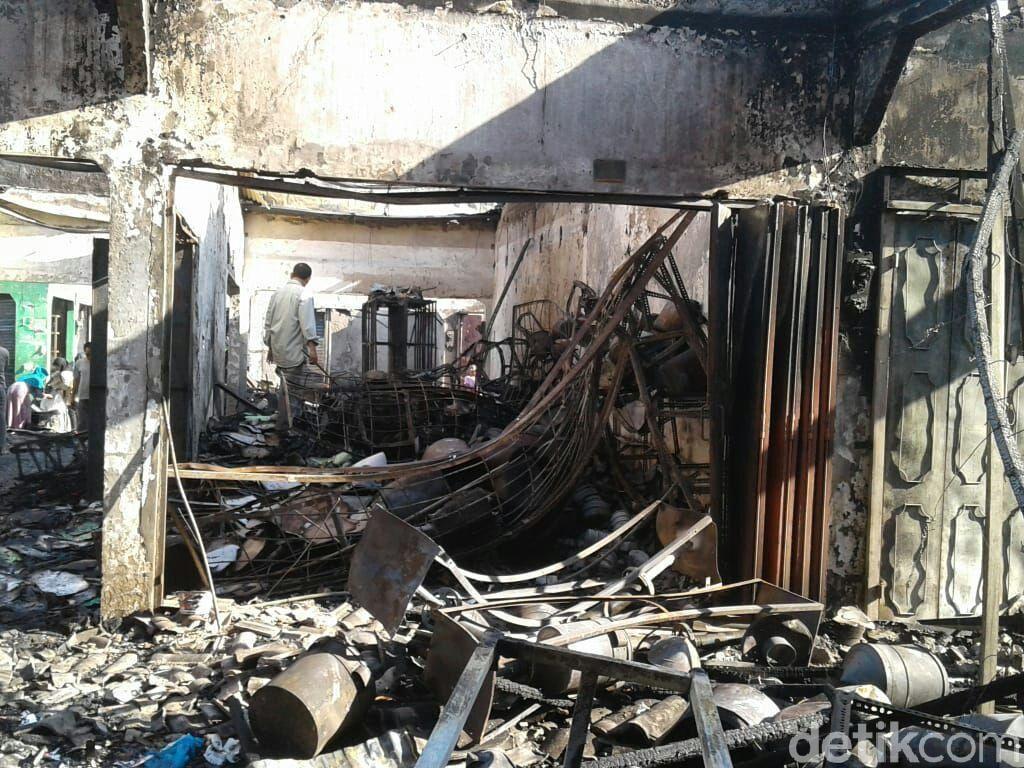 7 Toko dan 15 Kios di Plaza Cepu Ludes Terbakar