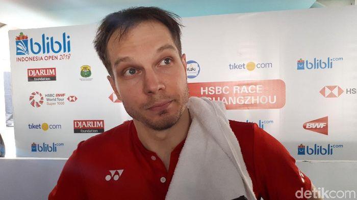 Pebulutangkis Rusia Ivan Sozonov yakin timnas sepakbola negaranya menang 1-0 atas Kroasia di Piala Dunia 2018 (Foto: Mercy Raya)
