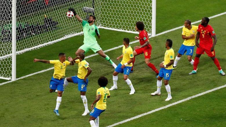 Brasil Tersingkir, Fernandinho Dapat serangan Rasial dan Diancam