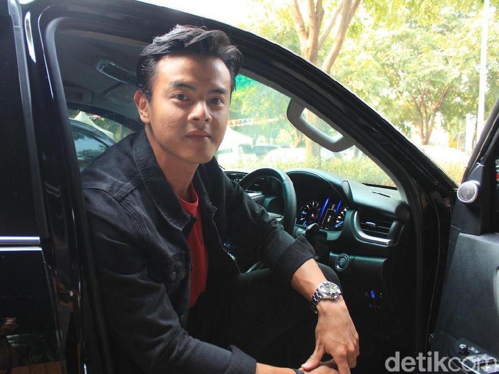 Setahun Menikah, Dion Wiyoko Masih Tunda Momongan