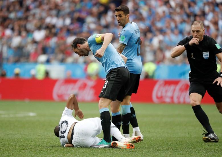 Deretan Adegan Ribut-ribut Uruguay vs Prancis akibat Diving Mbappe