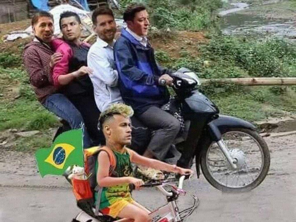 Diving Mbappe dan Pulangnya Brasil dalam Meme Kocak