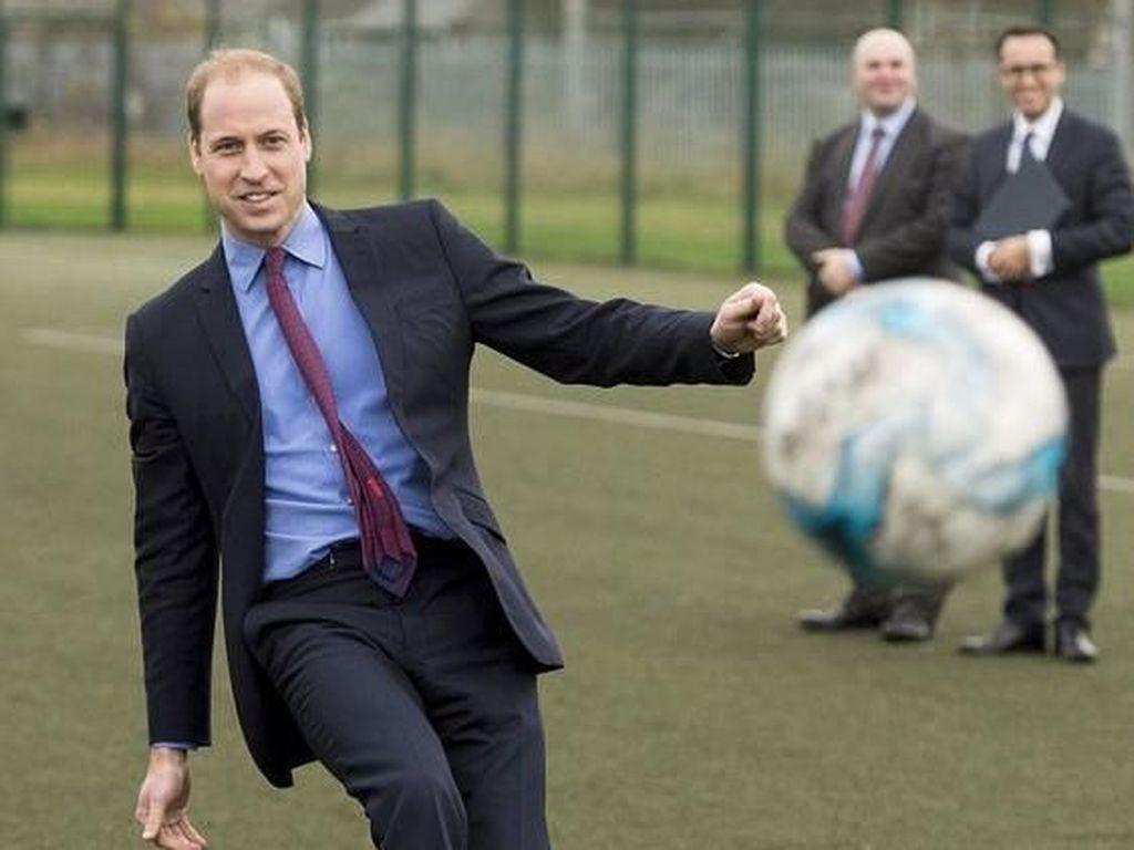 Kunjungi Irlandia, Pangeran William Bercanda soal Menyebarkan Virus Corona