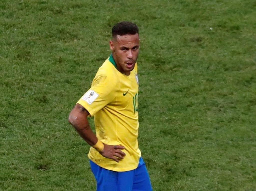 Aba-aba Neymar di Depan Sejumlah Bocah: 1, 2, 3... Ayo Jatuh!