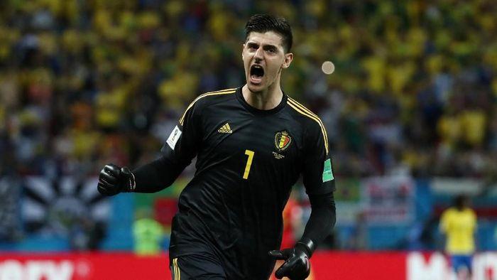 Dengan formasi 4-3-3, Thibaut Courtois (Belgia) terpilih mengisi posisi kiper. Dari total 129.060 suara yang masuk, Courtois mendapatkan 28.190 suara (21,8%). Foto: Sergio Perez/Reuters