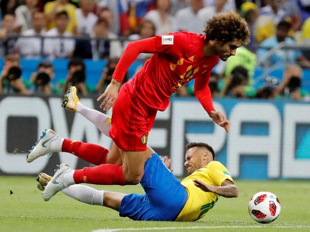 Ketidakberdayaan Neymar di Hadapan Fellaini dalam Gambar Lucu