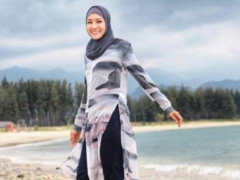 Wajah Cantik Steffy Burase Mejeng di Baliho Kantor Dispora Aceh