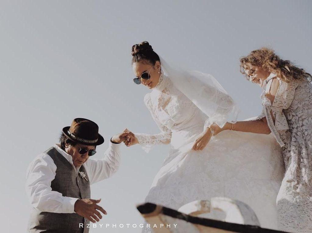 Foto: Cantiknya Nadine Chandrawinata, Menikah dengan Gaun Lungsuran Ibu