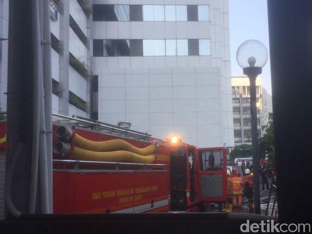 100 Petugas Damkar Dikerahkan Tangani Kebakaran Kemenhub