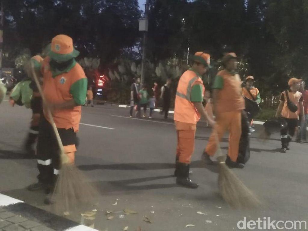 Pawai Jakarnaval Usai, Pasukan Oranye Bersih-bersih