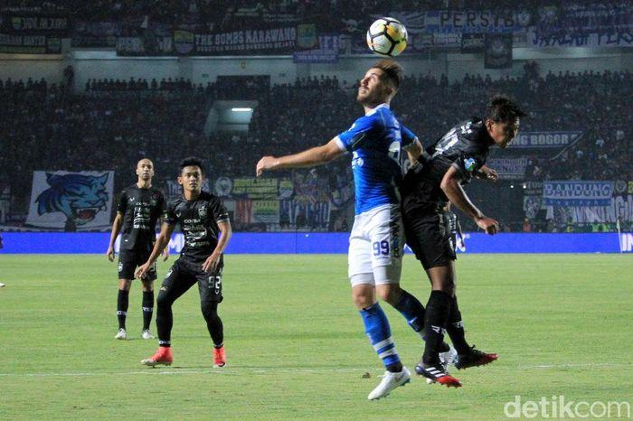 Pertandingan antara Persib Bandung melawan PSIS Semarang digelar di Stadion Gelora Bandung Lautan Api, Minggu (8/7/2018).