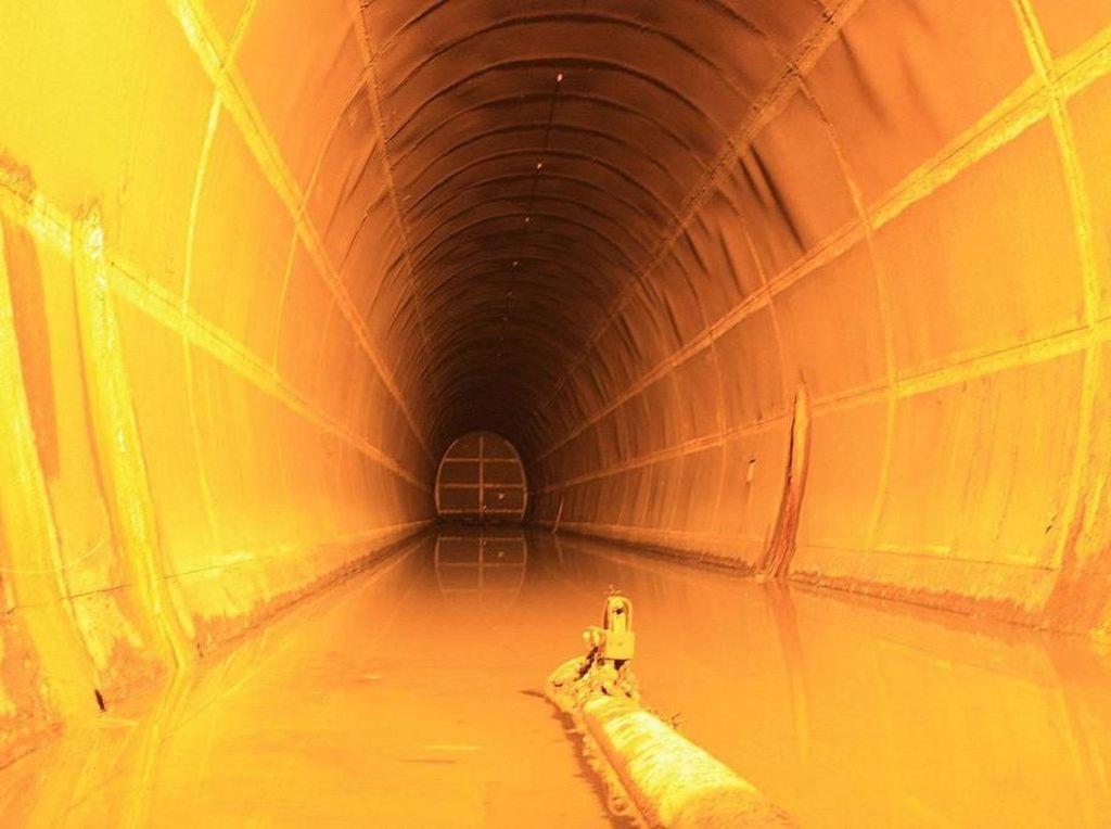 Keren! Potret Terowongan Minyak Sisa-sisa Bom Darwin