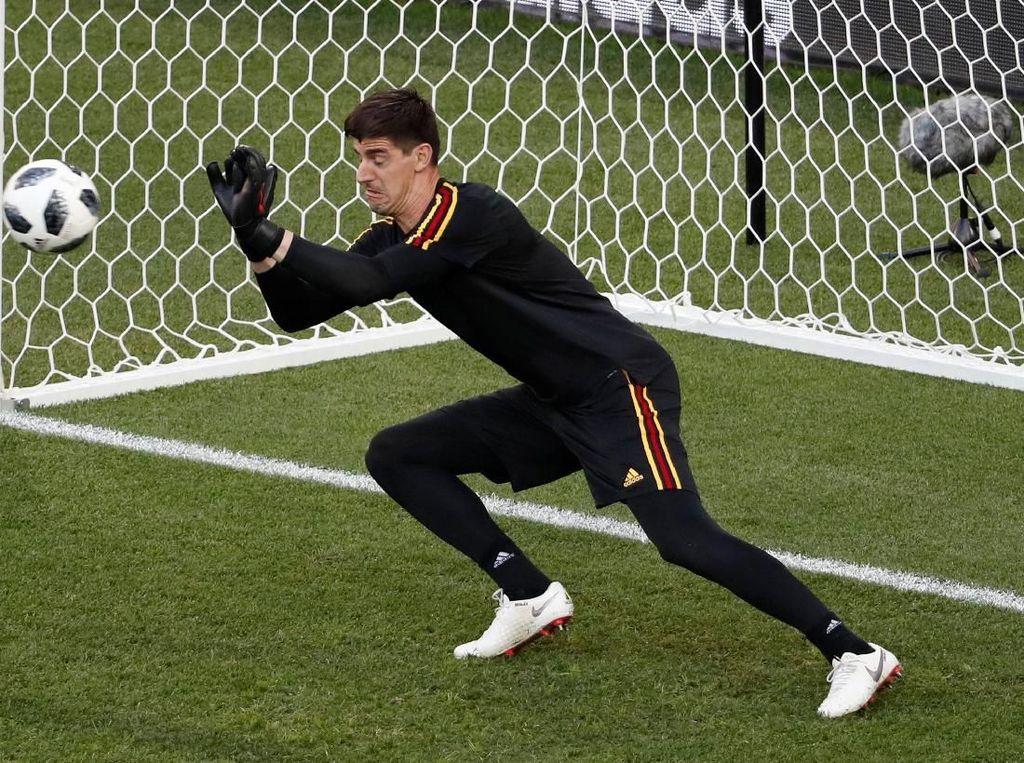 Courtois vs Navas di Bawah Mistar Gawang Real Madrid