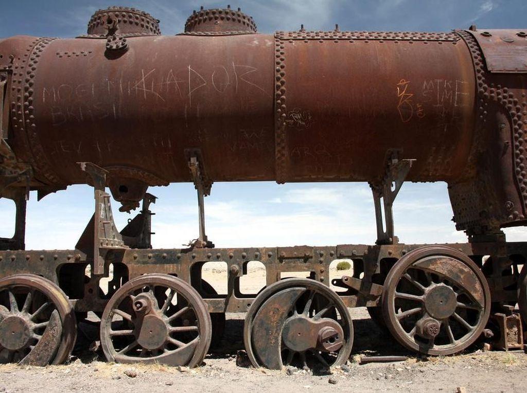 Gersang dan Tandus, Tengok Kuburan Kereta Abad 20 Ini