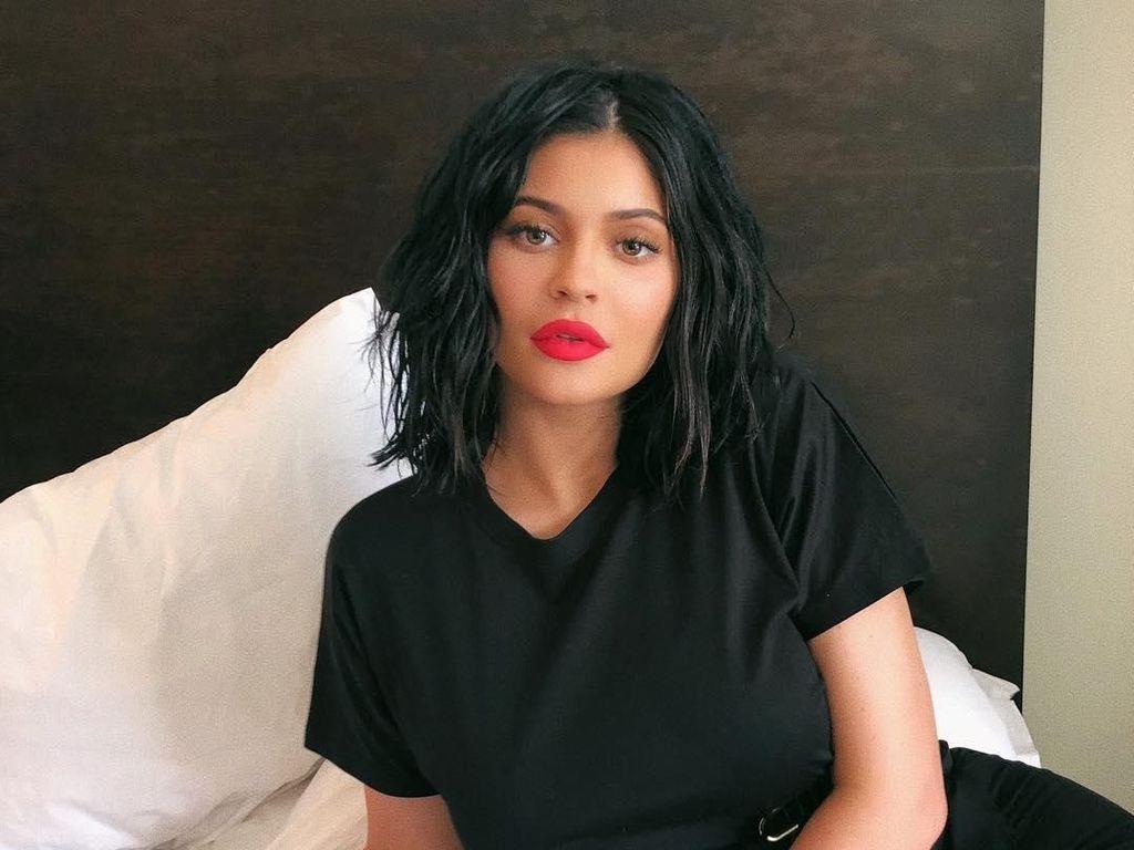 Kylie Jenner Dinobatkan Jadi Miliarder Termuda Versi Forbes