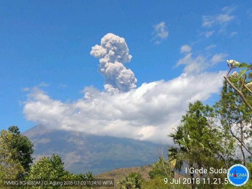 Gunung Agung Erupsi Lagi, Tinggi Kolom Abu Kini 4,1 Km