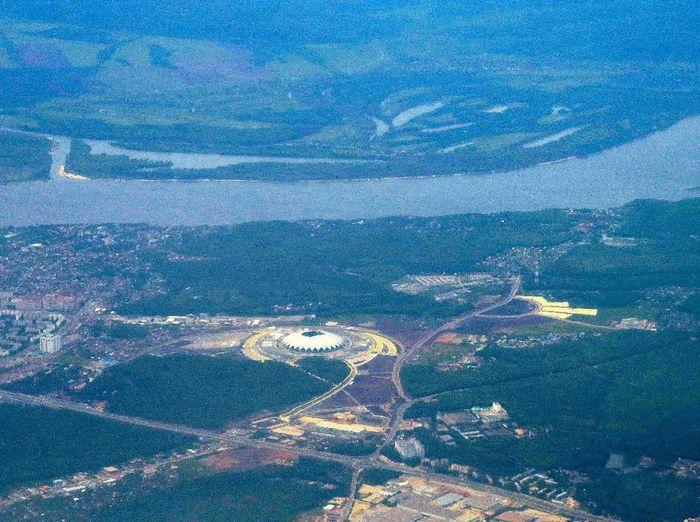 Cosmos Arena tampak dari pesawat terbang yang melintas di atas Samara ( REUTERS/David Gray)