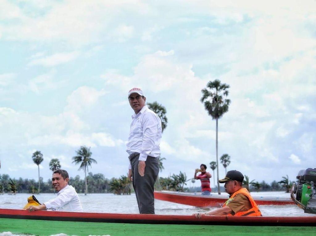 Blusukan ke Sulsel, Mentan Tinjau Dampak Banjir di 3 Kabupaten