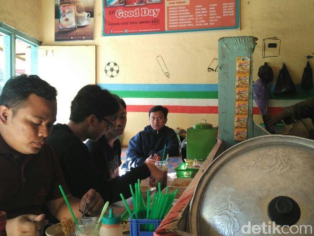 Jurus Irit Mahasiswa Yogya: Makan Nastel dan Mie Tante Warung Burjo