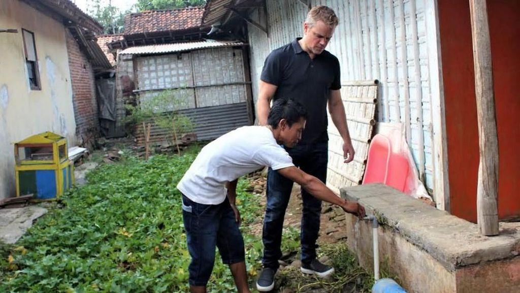 Saat Jason Bourne Blusukan Cek Air Bersih di Kendal