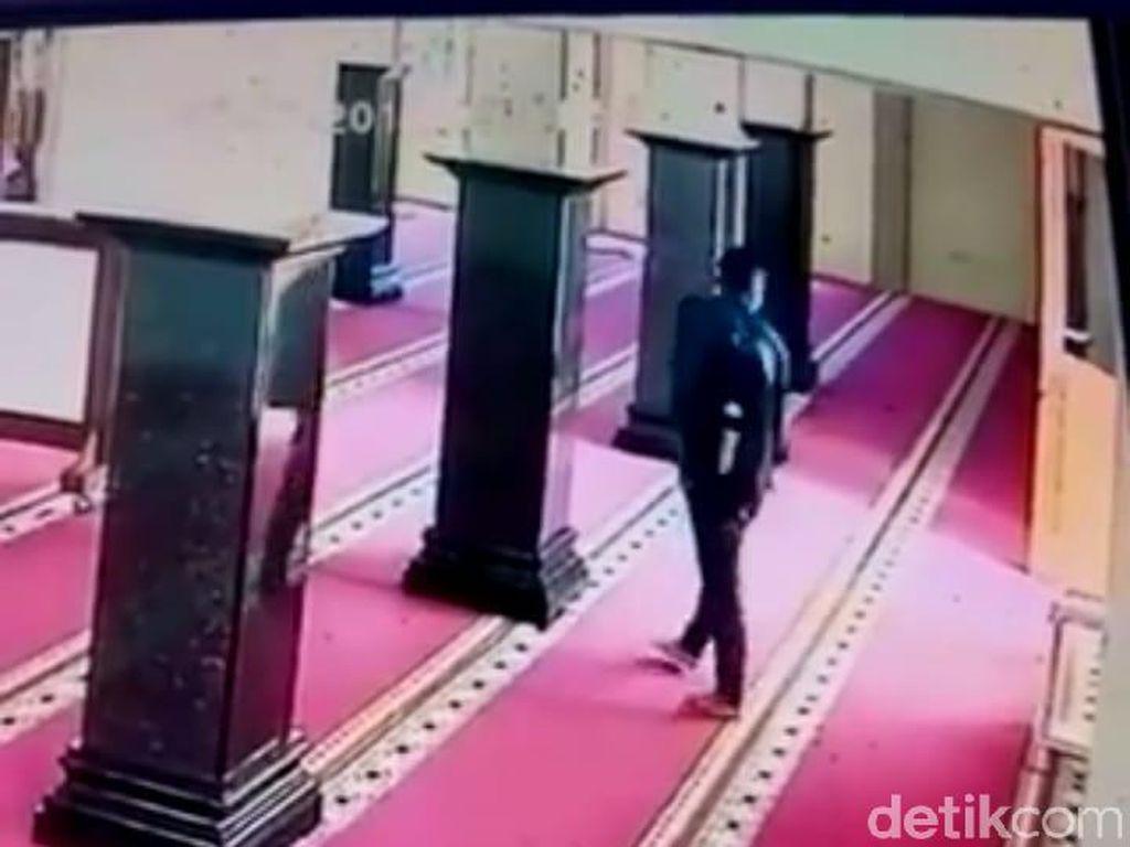 Terekam CCTV, Aksi Pencurian Kotak Amal Masjid di Semarang