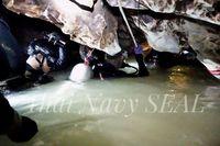 Sulitnya evakuasi korban yang terjebak dalam gua /