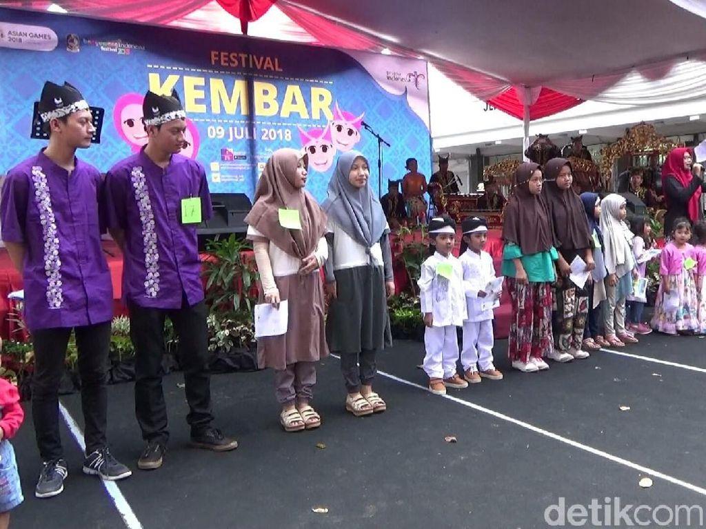 Melihat Ratusan Orang Kembar Berkumpul di Banyuwangi