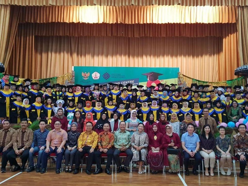 Lulus Pelatihan Kerja, 583 TKI di Singapura Sukses Diwisuda