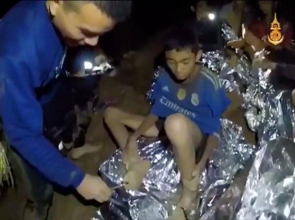 Melihat Sulitnya Evakuasi Remaja Thailand yang Terjabak di Gua