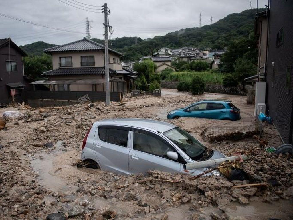 Foto: Parahnya Kerusakan Akibat Banjir Dahsyat di Jepang