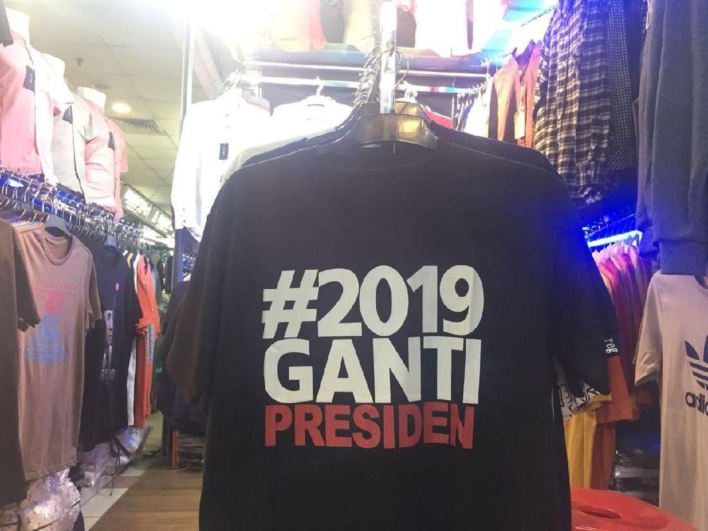 Kaos 2019 Ganti Presiden Ramai Dijual di Tanah Abang