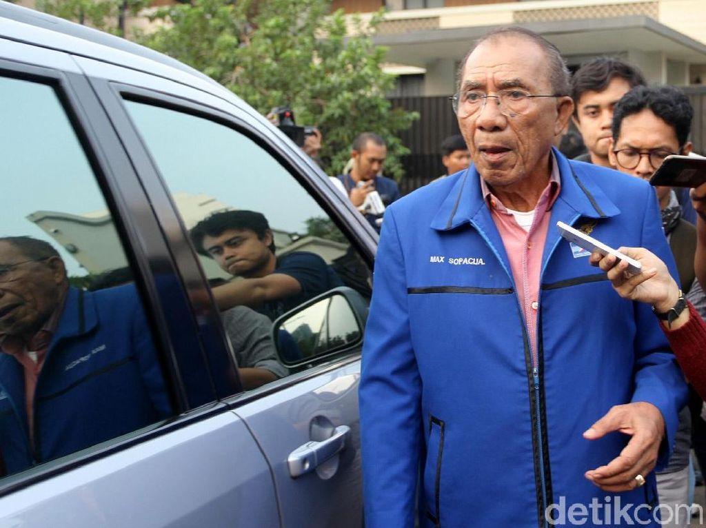 Dituding Andi Arief Jadi Makelar Ketum PD ke Sandi-Gatot, Max Sopacua: Hoax!