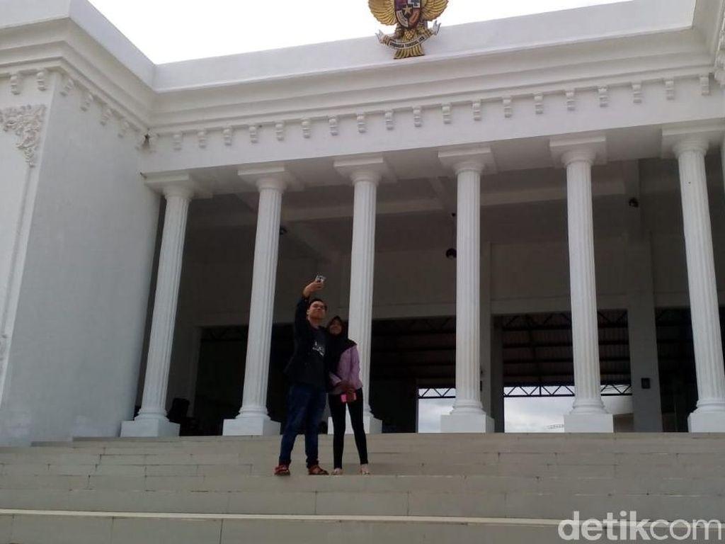 Cieee, Kantor Desa Mirip Istana Merdeka Kerap Jadi Ajang Swafoto