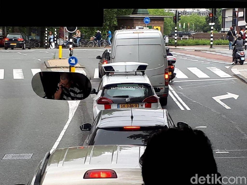 Di Amsterdam Ada Polisi Khusus Tilang Parkir Sembarangan