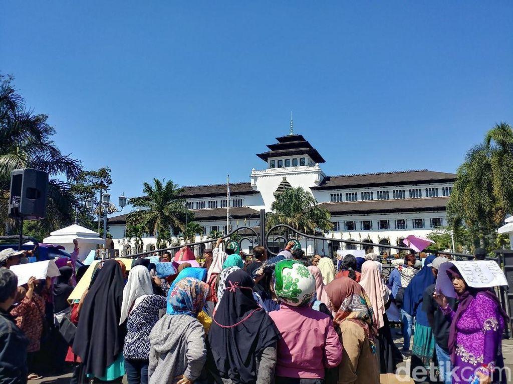 Demo PPDB, Orang Tua Siswa Sempat Ricuh di Gedung Sate