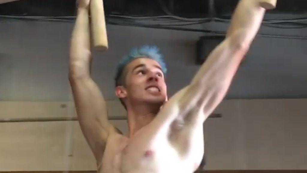 Austin Gray, si Ninja Warrior yang Terlihat Kurus Tapi Berotot